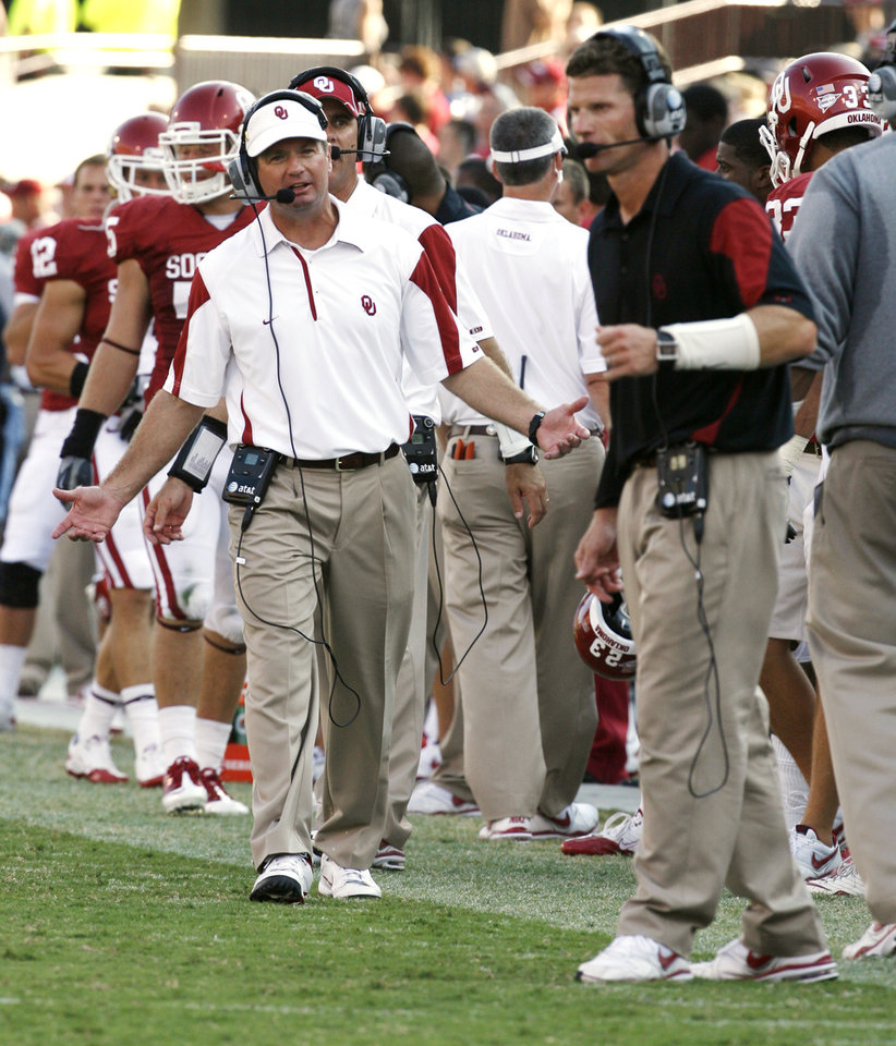 Photo - Head coach Bob Stoops pleads with his defense and defensive coordinator Brent Venables (right) during the second half of the college football game where the University of Oklahoma Sooners (OU) defeated the Air Force Falcons 27-24 at Gaylord Family-Oklahoma Memorial Stadium on Saturday, Sept. 18, 2010, in Norman, Okla.   PHOTO BY STEVE SISNEY, The Oklahoman