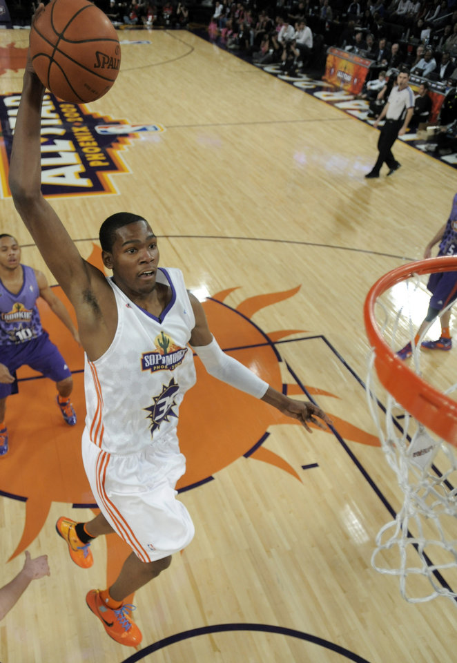 Photo - Oklahoma City Thunder's sophomore guard Kevin Durant dunks the ball against the rookie team during the first half of the All-Star Rookie Challenge NBA basketball game, Friday, Feb. 13, 2009, in Phoenix. (AP Photo/Kevork Djansezian, pool) ORG XMIT: AZKJ108