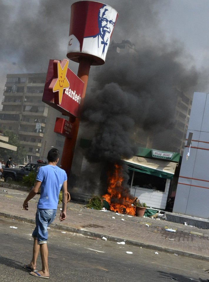 Photo -   Lebanese protesters attacked American fast food restaurants after Friday prayers, pouring petrol on the restaurants and setting them on fire in the northeastern city of Tripoli, Lebanon, Friday Sept. 14, 2012. According to security officials no one was hurt in the attack which is part of widespread anger across the Muslim world about a film ridiculing Islam's Prophet Muhammad. (AP Photo)