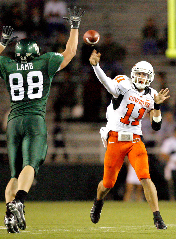 Photo - OSU quarterback Zac Robinson (11) throws under pressure from Baylor's Jason Lamb (88) in the second half during the college football game between Oklahoma State University and Baylor University at Floyd Casey Stadium in Waco, Texas, Saturday, Nov. 17, 2007. BY MATT STRASEN, THE OKLAHOMAN