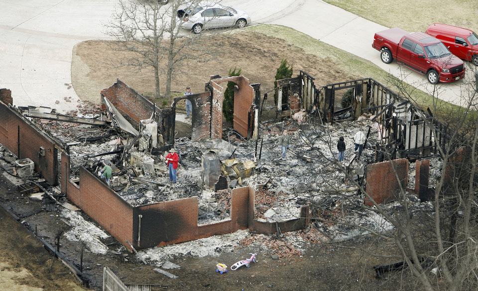 Photo - Fire destroyed a number of homes in this neighborhood in Midwest City, OK, Friday, April 10, 2009. By Paul Hellstern, The Oklahoman