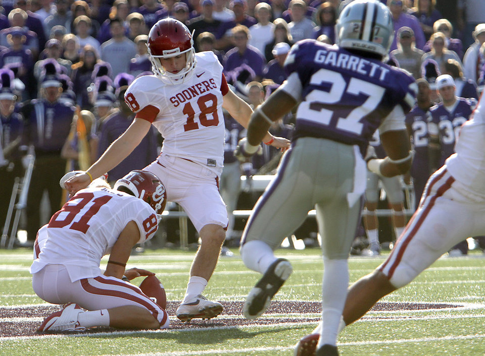 Photo - Oklahoma Sooners' Michael Hunnicutt (18) kicks a 53 yard field goal during the college football game between the University of Oklahoma Sooners (OU) and the Kansas State University Wildcats (KSU) at Bill Snyder Family Stadium on Sunday, Oct. 30, 2011. in Manhattan, Kan. Photo by Chris Landsberger, The Oklahoman  ORG XMIT: KOD