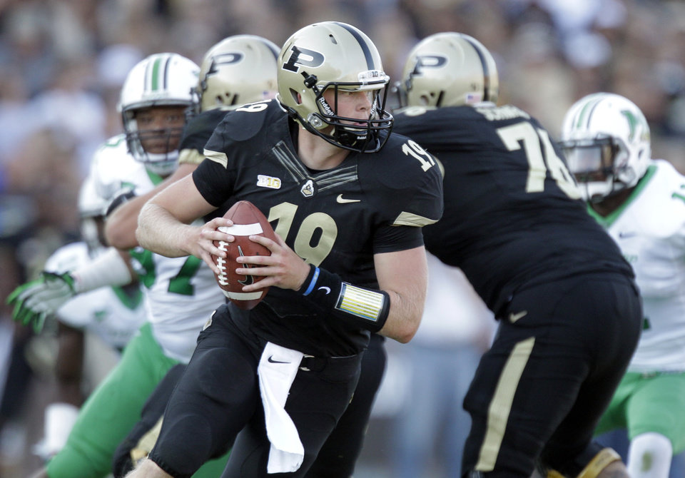 Photo -   Purdue quarterback Caleb TerBush drops back to throw against Marshall during the second half of an NCAA college football game in West Lafayette, Ind., Saturday, Sept. 29, 2012. Purdue defeated Marshall 51-41. (AP Photo/Michael Conroy)
