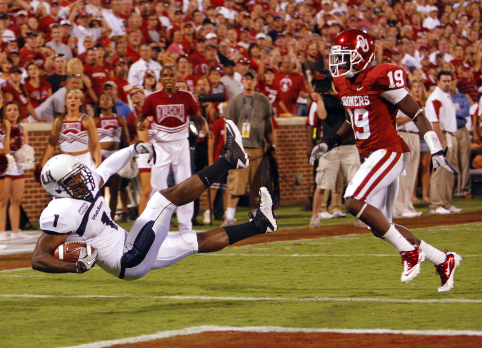Photo - Xavier Martin (1) scores on a pass reception defended by Demontre Hurst (19) during the second half of the college football game between the University of Oklahoma Sooners (OU) and Utah State University Aggies (USU) at the Gaylord Family-Oklahoma Memorial Stadium on Saturday, Sept. 4, 2010, in Norman, Okla.   Photo by Steve Sisney, The Oklahoman