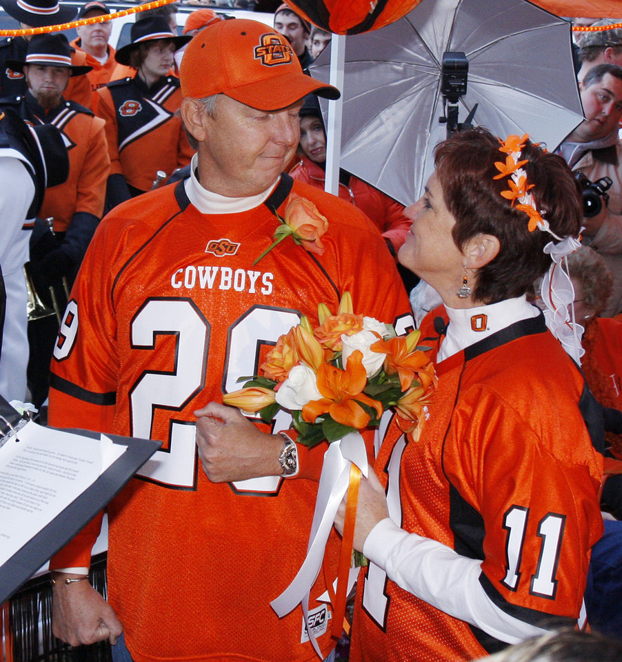 Photo - Cowboy fans Scott Stuart and Yvonne Marsh wedding before the college football game between the University of Oklahoma Sooners (OU) and Oklahoma State University Cowboys (OSU) at Boone Pickens Stadium on Saturday, Nov. 29, 2008, in Stillwater, Okla. 