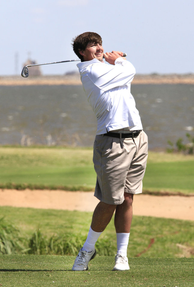 Photo - Quade Cummins, Weatherford, tees off during the Class 4A boys golf at Lake Hefner Golf Course, Tuesday May 13, 2014.  Photo by David McDaniel, The Oklahoman