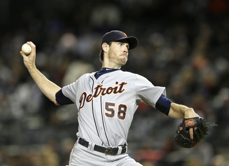 Photo -   Detroit Tigers starting pitcher Doug Fister throws in the first inning during Game 1 of the American League championship series against the New York Yankees Saturday, Oct. 13, 2012, in New York. (AP Photo/Matt Slocum)