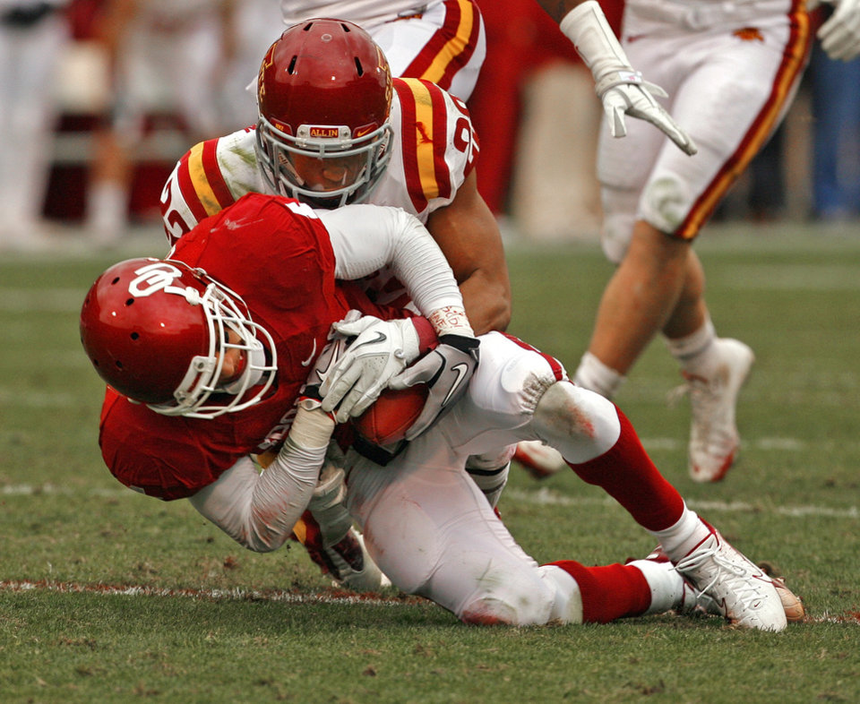 Oklahoma\'s Kenny Stills (4) secures the ball after a catch in front of Iowa State\'s Ter\'Ran Benton (22) during a college football game between the University of Oklahoma Sooners (OU) and the Iowa State University Cyclones (ISU) at Gaylord Family-Oklahoma Memorial Stadium in Norman, Okla., Saturday, Nov. 26, 2011. Photo by Steve Sinsey, The Oklahoman