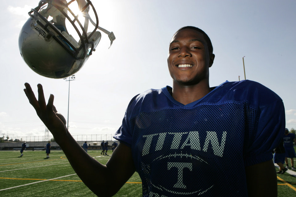 Photo - HIGH SCHOOL FOOTBALL: Tuesday, October 20th, 2009- Eastlake High School , Chula Vista, CA, USA- Eastlake High School Senior, Tony Jefferson, 17, is the top player in the South County playing both strong safety and running back and has accepted a scholarship offer from UCLA. (David Brooks/Union-Tribune) Mandatory Photo Credit: DAVID BROOKS/Union-Tribune/Zuma Press ORG XMIT: ASMT301236