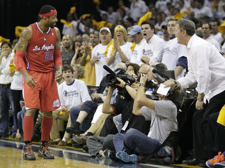Photo -   Los Angeles Clippers guard Mo Williams (25) exchanges words with Memphis Grizzlies fans in the second half of Game 5 of a first-round NBA basketball playoff series on Wednesday, May 9, 2012, in Memphis, Tenn. The Grizzlies won 92-80. (AP Photo/Mark Humphrey)