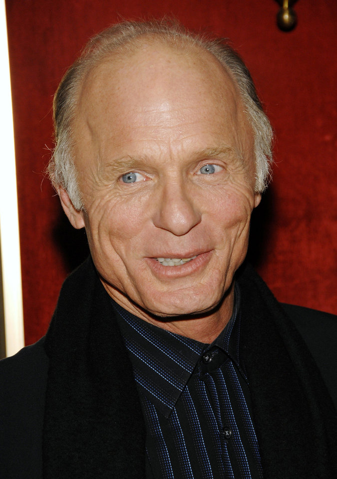 "Actor Ed Harris attends the world premiere of ""National Treasure Book Of Secrets"" at the Ziegfeld Theatre, Thursday, Dec. 13, 2007 in New York.  (AP Photo/Evan Agostini)"