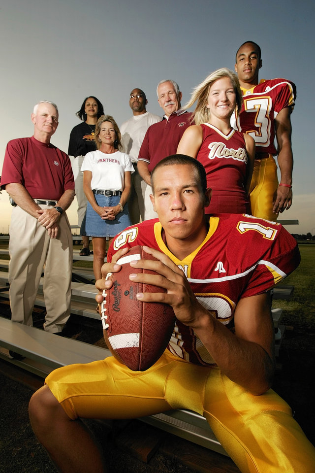 Photo - HIGH SCHOOL FOOTBALL: Putnam North high school quarterback Sam Bradford, front, poses for a photograph with some of those who have great expectations of him at Putnam City North in Oklahoma City, August 10, 2005. Those in the back are, from left, football coach Bob Wilson, Sondra Brown, Martha Bradford, Kenny Brown Sr., Kent Bradford, Taylor Crawford and Kenny Brown. The Bradfords are the parents of Sam Bradford. The Browns are the parents of PC North receiver Kenny Brown. Crawford is a cheerleader for PC North. By Nate Billings/The Oklahoman