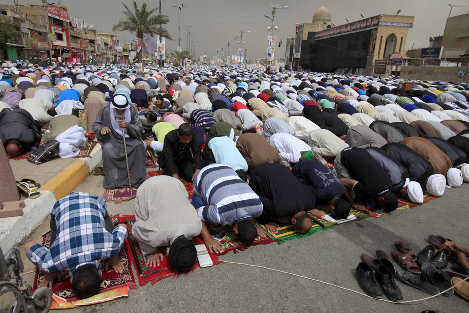 Followers of radical Shiite cleric Muqtada al-Sadr attend Friday prayers in the Sadr City neighborhood in Baghdad, Iraq, Friday, April 5, 2013. (AP Photo/Karim Kadim)