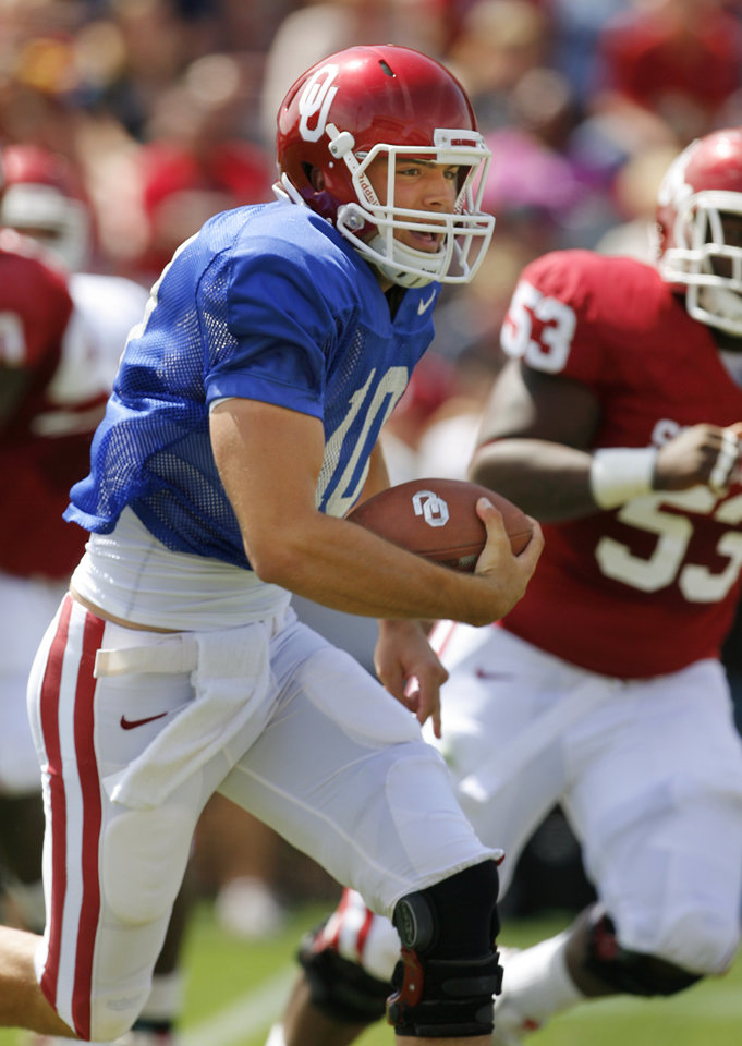 Photo - Quarterback Blake Bell (10) keeps the ball for a gain during the University of Oklahoma Sooner's (OU) Spring Football game at Gaylord Family-Oklahoma Memorial Stadium on Saturday, April 16, 2011, in Norman, Okla.  