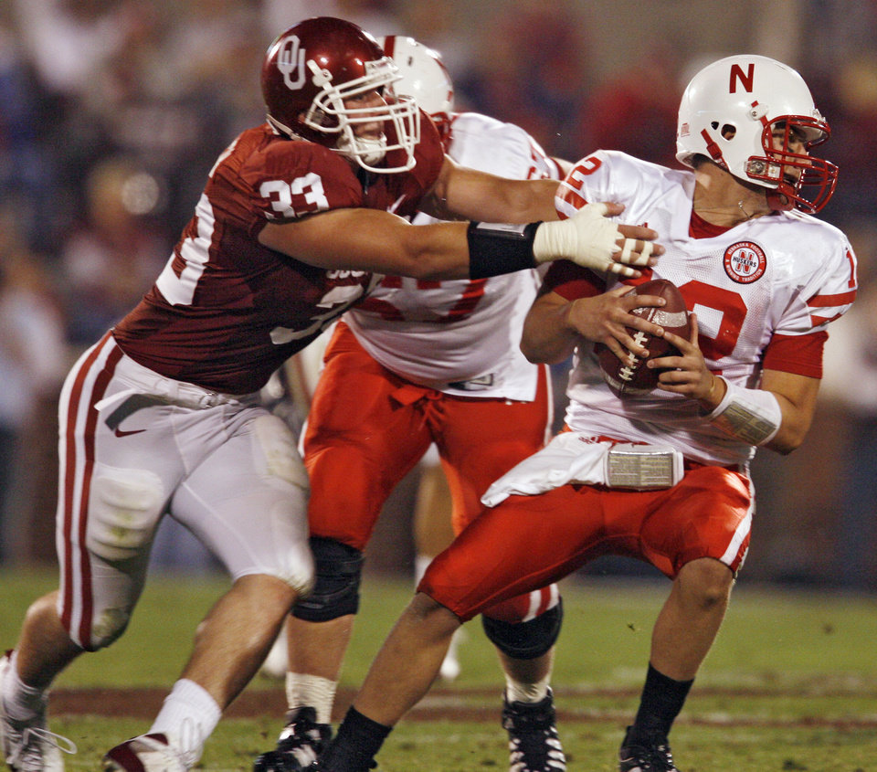 Oklahoma\'s Auston English (33) puts pressure on Nebraska quarterback Joe Ganz (12) during the first half of the college football game between the University of Oklahoma Sooners (OU) and the University of Nebraska Huskers (NU) at the Gaylord Family Memorial Stadium, on Saturday, Nov. 1, 2008, in Norman, Okla. BY STEVE SISNEY, THE OKLAHOMAN