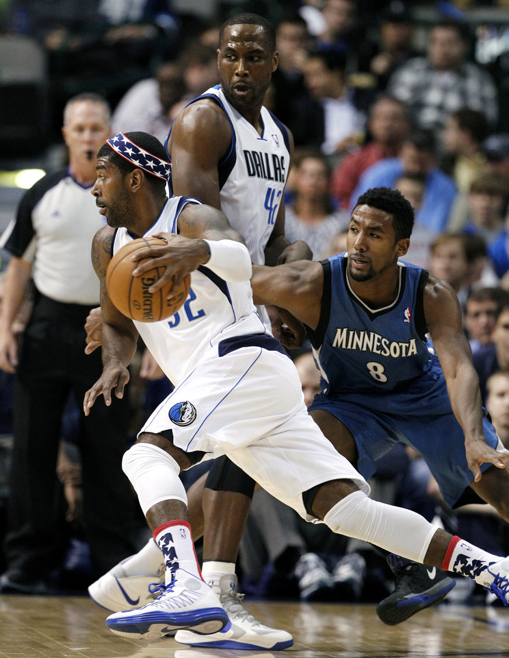 Dallas Mavericks' O.J. Mayo drives around a pick by Mavericks' Elton Brand, right, as Minnesota Timberwolves' Malcolm Lee (8) gives chase during the first half of an NBA basketball game, Monday, Nov. 12, 2012, in Dallas. (AP Photo/Tony Gutierrez)