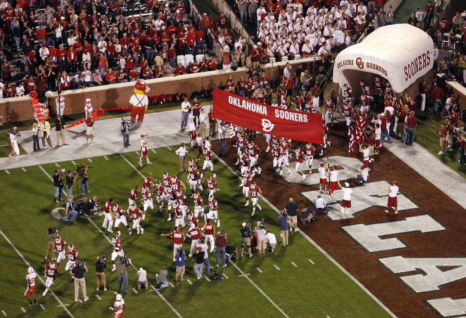 The Sooners take the field before the first half of the college football game between the University of Oklahoma Sooners (OU) and the University of Nebraska Huskers (NU) at the Gaylord Family Memorial Stadium, on Saturday, Nov. 1, 2008, in Norman, Okla. 