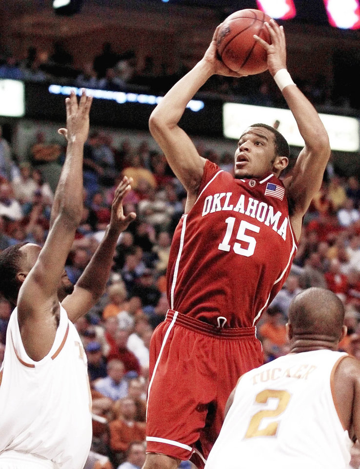 Photo - Former Midwest City standout De'Angelo Alexander played his freshman and sophomore years of college at OU before transferring to Charlotte. He is getting another shot to play in Oklahoma with the Thunder's summer league team. Photo by Bryan Terry, The Oklahoman Archive