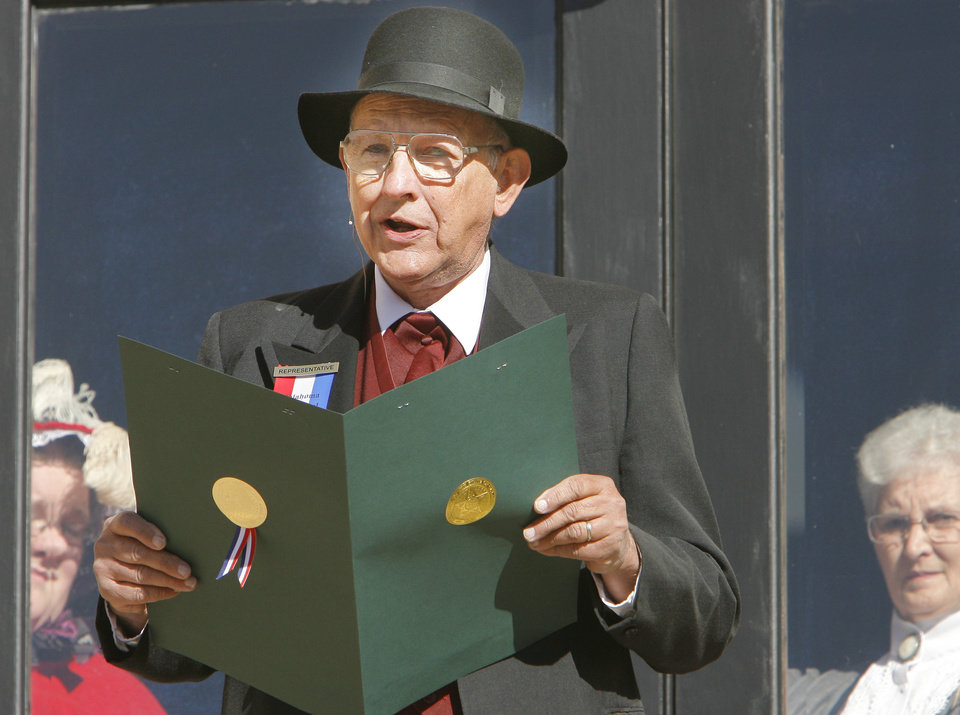 Photo - Frank Davis, from Guthrie, reads a proclamation as Charles Filson at the Centennial celebration in Guthrie, Friday, November 16, 2007.  By David McDaniel, The Oklahoman ORG XMIT: KOD