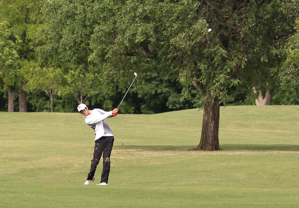 Photo - Wesley Jackson, Fort Gibson, hits his second shot during the Class 4A boys golf at Lake Hefner Golf Course, Tuesday May 13, 2014.  Photo by David McDaniel, The Oklahoman