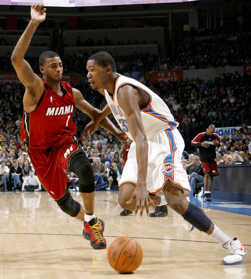 Photo - Oklahoma City's Kevin Durant drives past Miami's Dorell Wright during the NBA basketball game between the Oklahoma City Thunder and the Miami Heat at the Ford Center in Oklahoma City, Saturday, January 16, 2010. Photo by Bryan Terry, The Oklahoman ORG XMIT: KOD