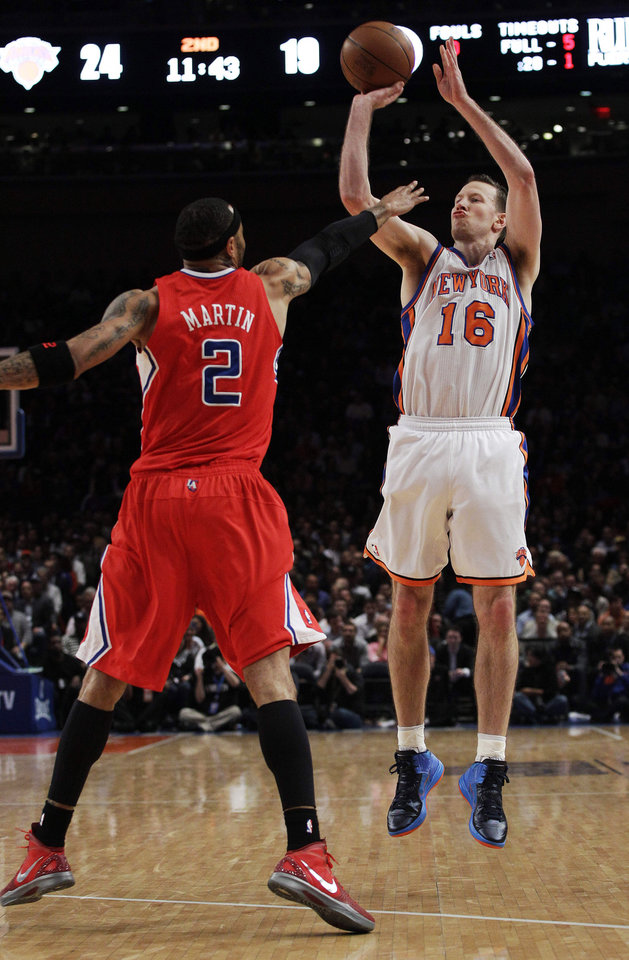 Photo -   New York Knicks' Steve Novak (16) shoots over Los Angeles Clippers' Kenyon Martin (2) during the first half of an NBA basketball game, Wednesday, April 25, 2012, in New York. (AP Photo/Frank Franklin II)