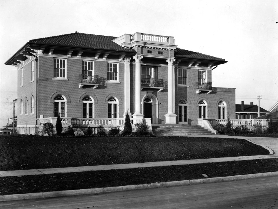 Photo - Early 1930s photo of the Heritage Hills home of Charles F. and Berenice Urschel located at 327 NW 18 in Oklahoma City, OK.  Oilman-philanthropist Charles F. Urschel was kidnapped from this home in the late night hours of July 22, 1933, and ransomed for $200,000 by George