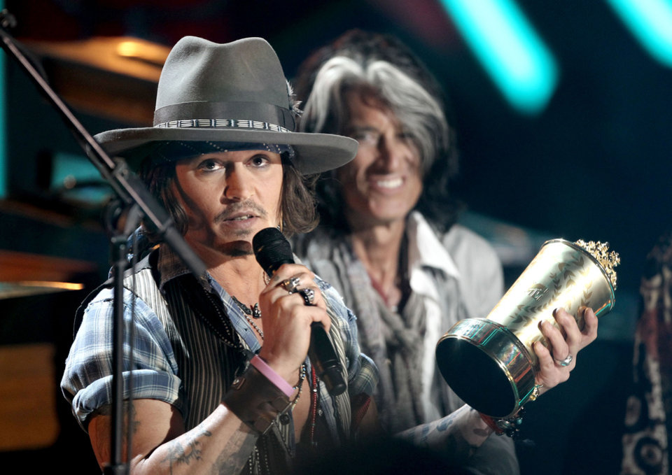 Photo -   Johnny Depp accepts the the MTV Generation Award at the MTV Movie Awards on Sunday, June 3, 2012 in Los Angeles. (Photo by Matt Sayles/Invision/AP)
