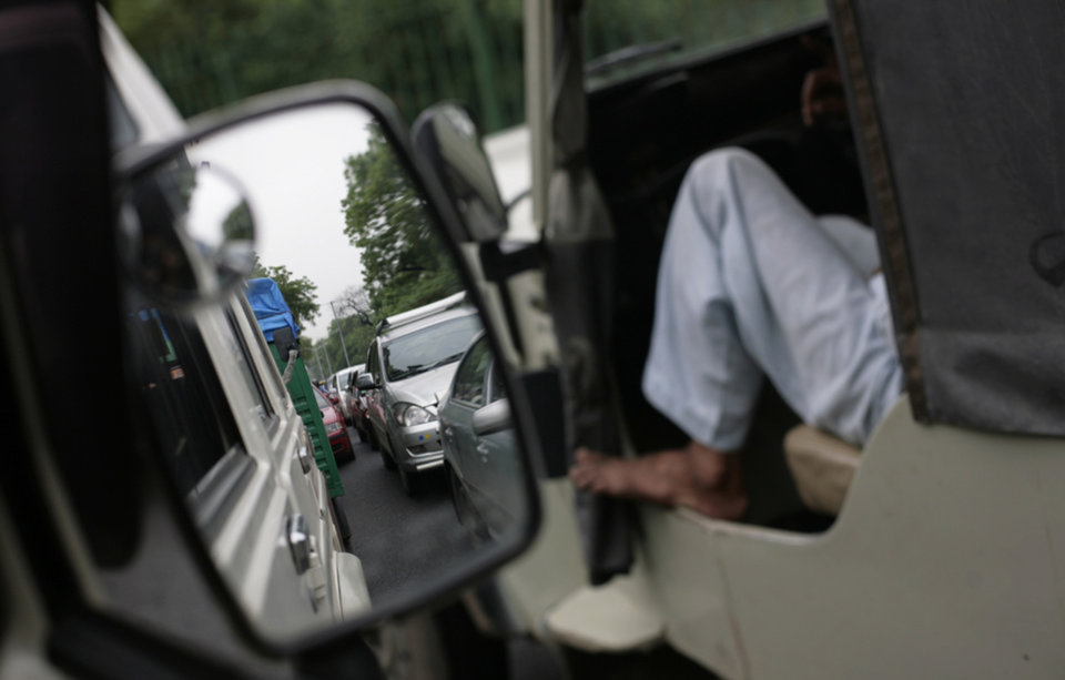 Photo -   A traffic jam following power outage and rains in New Delhi, India, Tuesday, July 31, 2012. India's energy crisis cascaded over half the country Tuesday when three of its regional grids collapsed, leaving more than 600 million people without government-supplied electricity in one of the world's biggest-ever blackouts. (AP Photo/Altaf Qadri)