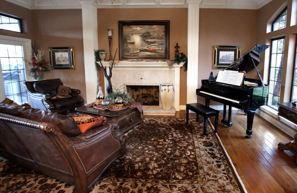 A grand piano strikes an elegant note in Kurt and Megan Dinnes' living room. <strong>STEVE SISNEY - THE OKLAHOMAN</strong>