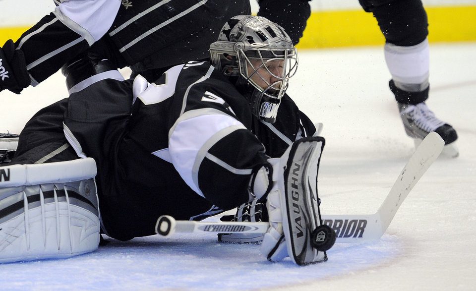 Photo -   Los Angeles Kings goalie Jonathan Quick makes a blocker save during the third period in Game 3 of an NHL hockey Stanley Cup second-round playoff series against the St. Louis Blues, Thursday, May 3, 2012, in Los Angeles. The Kings won 4-2. (AP Photo/Mark J. Terrill)