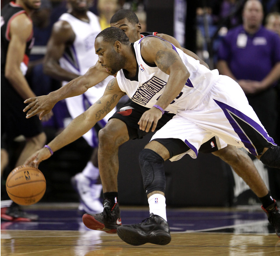 Photo -   Sacramento Kings guard Marcus Thornton, foreground, battles for the ball with Portland Trail Blazers guard Ronnie Price during the first half of an NBA basketball game in Sacramento, Calif., Tuesday, Nov. 13, 2012. (AP Photo/Rich Pedroncelli)