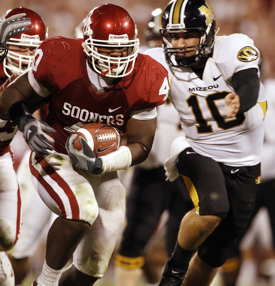 Photo - Missouri quarterback Chase Daniel (10) goes after Oklahoma's Curtis Lofton (40) who returns a fumble for a touchdown during the second half of the college football game between the University of Oklahoma Sooners (OU) and the University of Missouri Tigers (MU) at the Gaylord Family Oklahoma Memorial Stadium on Saturday, Oct. 13, 2007, in Norman, Okla.By STEVE SISNEY, The Oklahoman