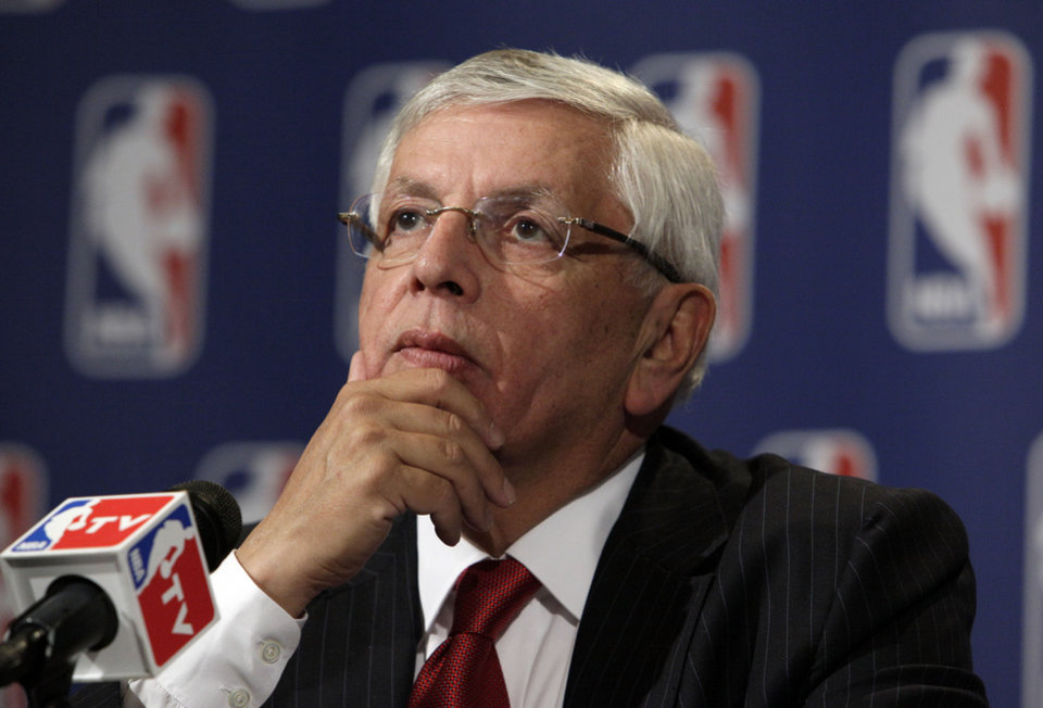 Photo -   NBA Commissioner David Stern ponders a question at a news conference after the NBA Board of Governors meetings, in New York, Friday, April 13, 2012. (AP Photo/Richard Drew)