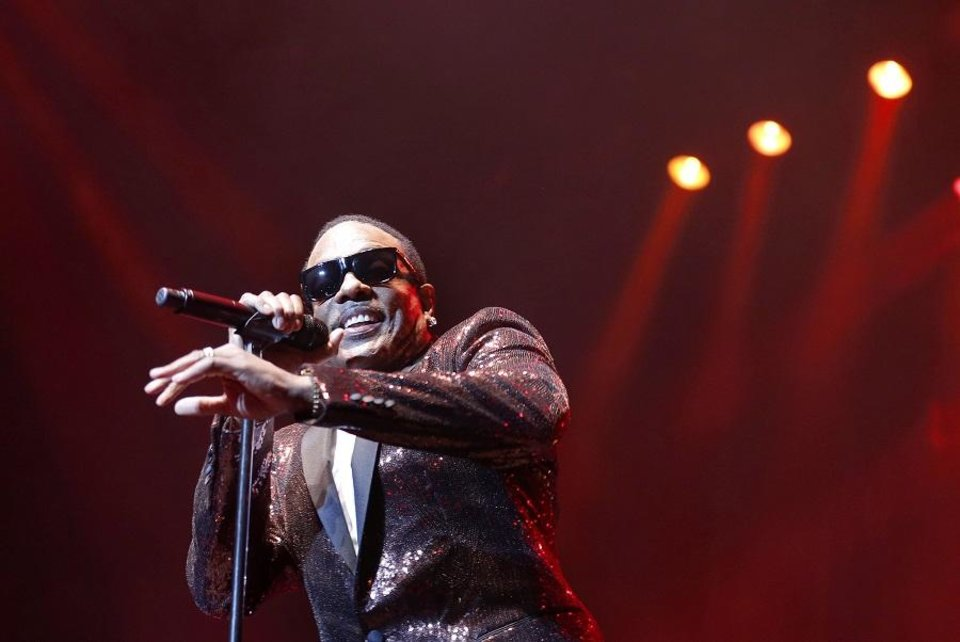Photo - Charlie Wilson performs during the