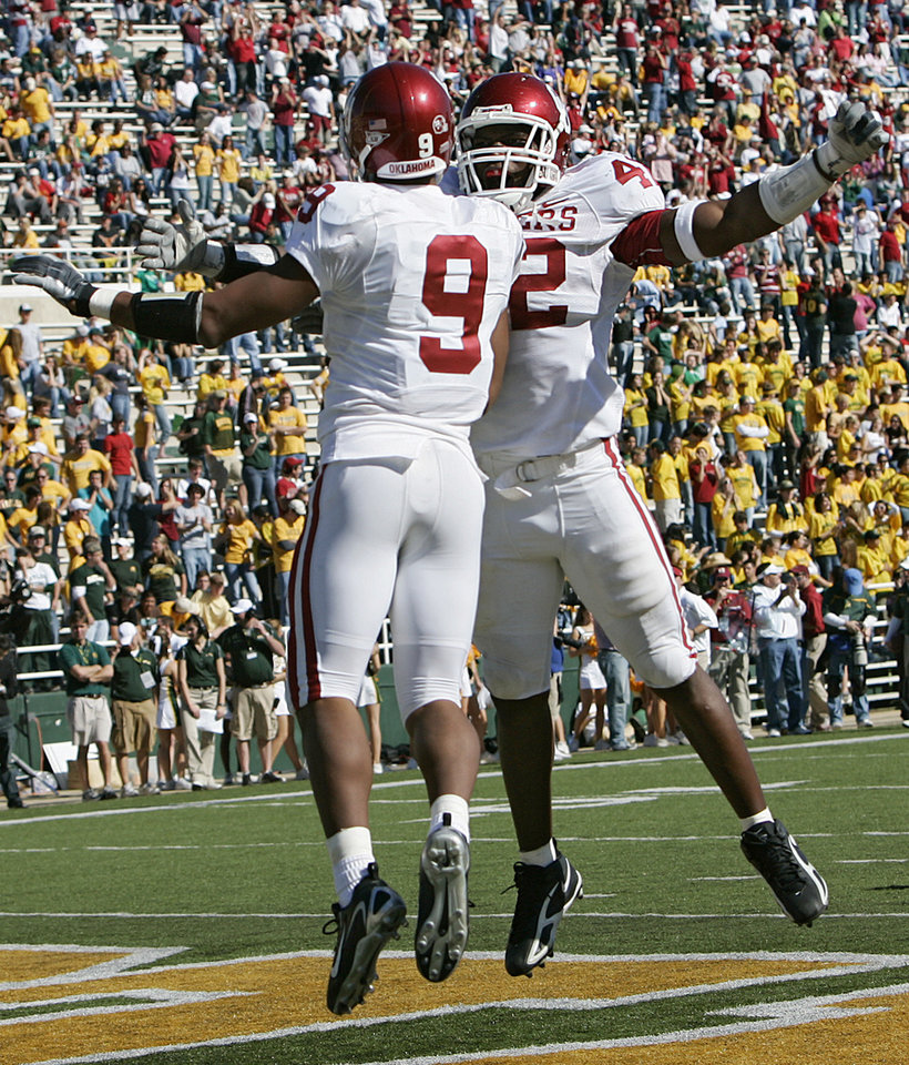 Photo - Oklahoma's Juaquin Iglesias (9) celebrates with Rufus Alexander (42) after Iglesias scored a touchdown on a kick return against Baylor in the second half during the University of Oklahoma Sooners (OU) college football game against Baylor University Bears (BU) at Floyd Casey Stadium, on Saturday, Nov. 18, 2006, in Waco, Texas.     by Chris Landsberger, The Oklahoman