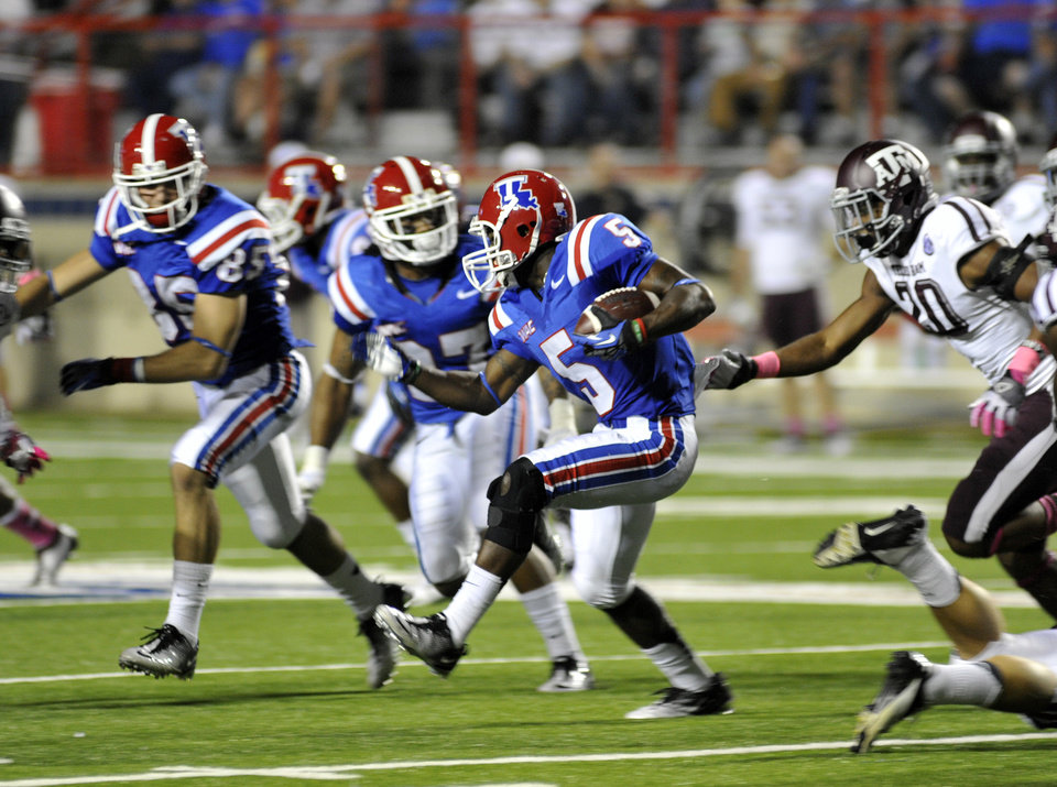 Louisiana Tech's D. J. Banks (5) scrambles for yards during an NCAA college football game against Texas A&M in Shreveport, La., Saturday, Oct. 13, 2012. (AP Photo/Kita K Wright)