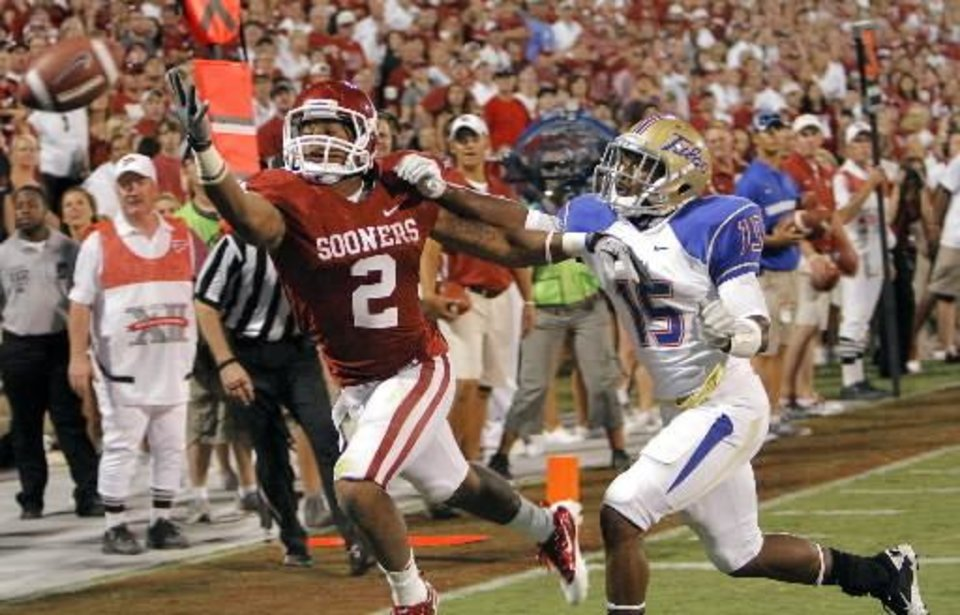 Photo - Oklahoma's Trey Franks (2) just misses a catch in the end zone in front of Tulsa's J.D. Ratliff (15) during the college football game between the University of Oklahoma Sooners ( OU) and the Tulsa University Hurricanes (TU) at the Gaylord Family-Memorial Stadium on Saturday, Sept. 3, 2011, in Norman, Okla. Photo by Chris Landsberger, The Oklahoman ORG XMIT: KOD