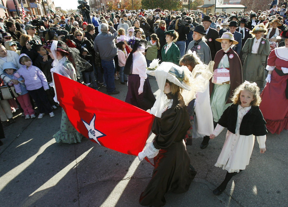 Photo - A procession moves toward the Carnegie Library after the announcement of statehood, during the Centennial Day celebrations in Guthrie, OK, Thursday, Nov. 16, 2007. By Paul Hellstern / The Oklahoman