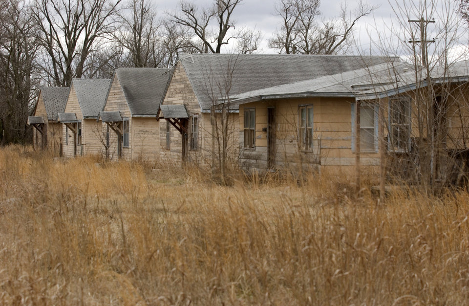 Photo - Row of abandoned homes in Picher.  GARY CROW/FOR THE TULSA WORLD ORG XMIT: DTI1003111357444494