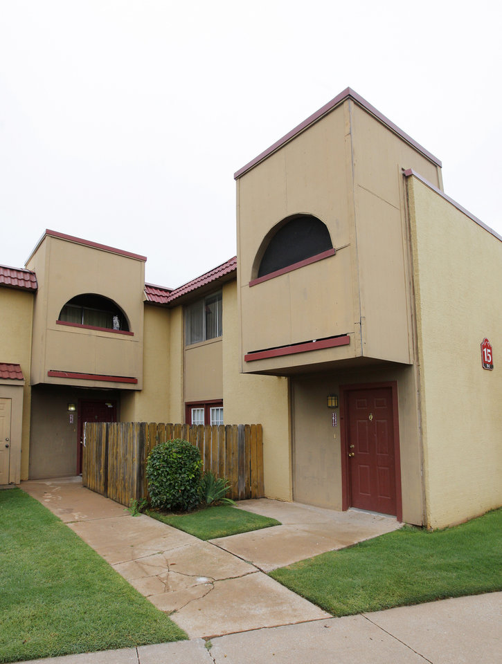 Photo - Los Pueblos Apartments, 201 units at 717 Santa Rosa Drive at Interstate 240 and S Shartel Avenue, sold earlier this year for $8 million, or $39,801 per unit.   PHOTO BY PAUL B. SOUTHERLAND, THE OKLAHOMAN  PAUL B. SOUTHERLAND -