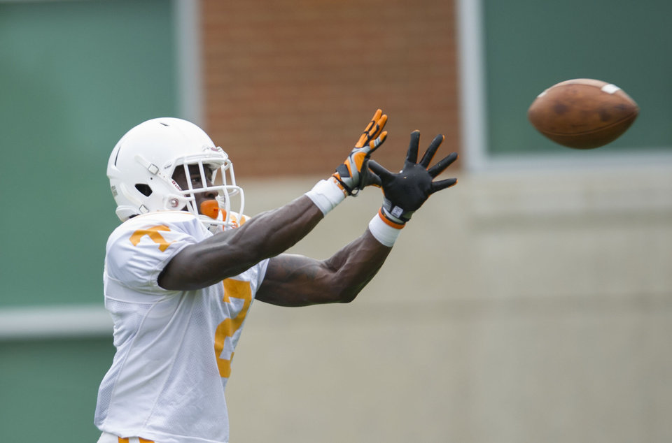 Photo - University of Tennessee wide receiver Pig Howard takes part in a drill during NCAA college football practice Monday, Aug. 11, 2014, in Knoxville, Tenn. (AP Photo, Paul Efird/Knoxville News Sentinel)