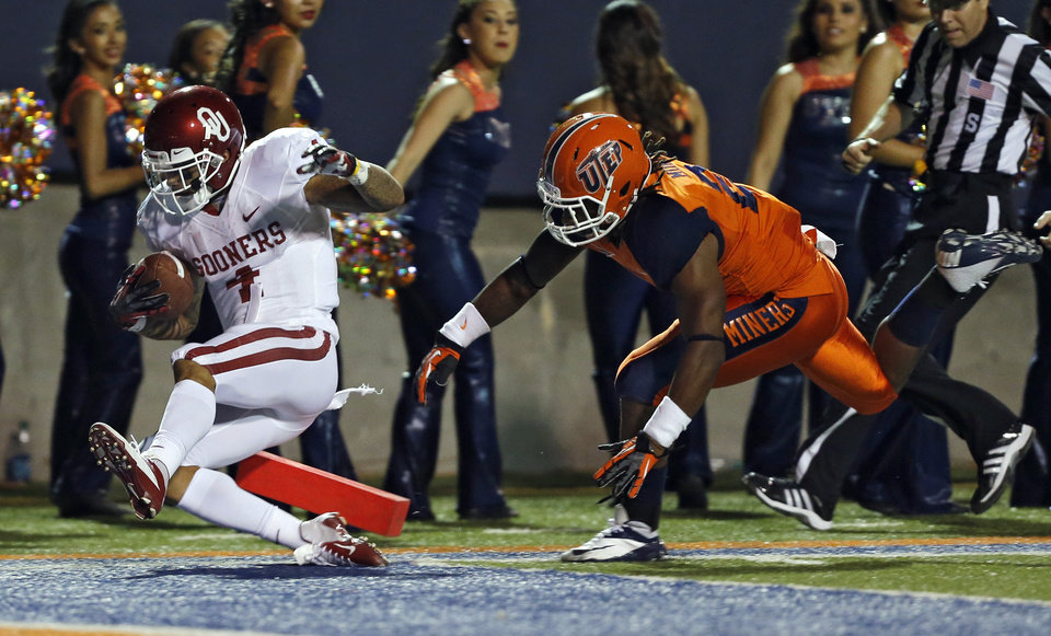 Oklahoma Sooners wide receiver Kenny Stills (4) scores a touchdown past UTEP\'s DeShawn Grayson (2) during the college football game between the University of Oklahoma Sooners (OU) and the University of Texas El Paso Miners (UTEP) at Sun Bowl Stadium on Saturday, Sept. 1, 2012, in El Paso, Tex. Photo by Chris Landsberger, The Oklahoman