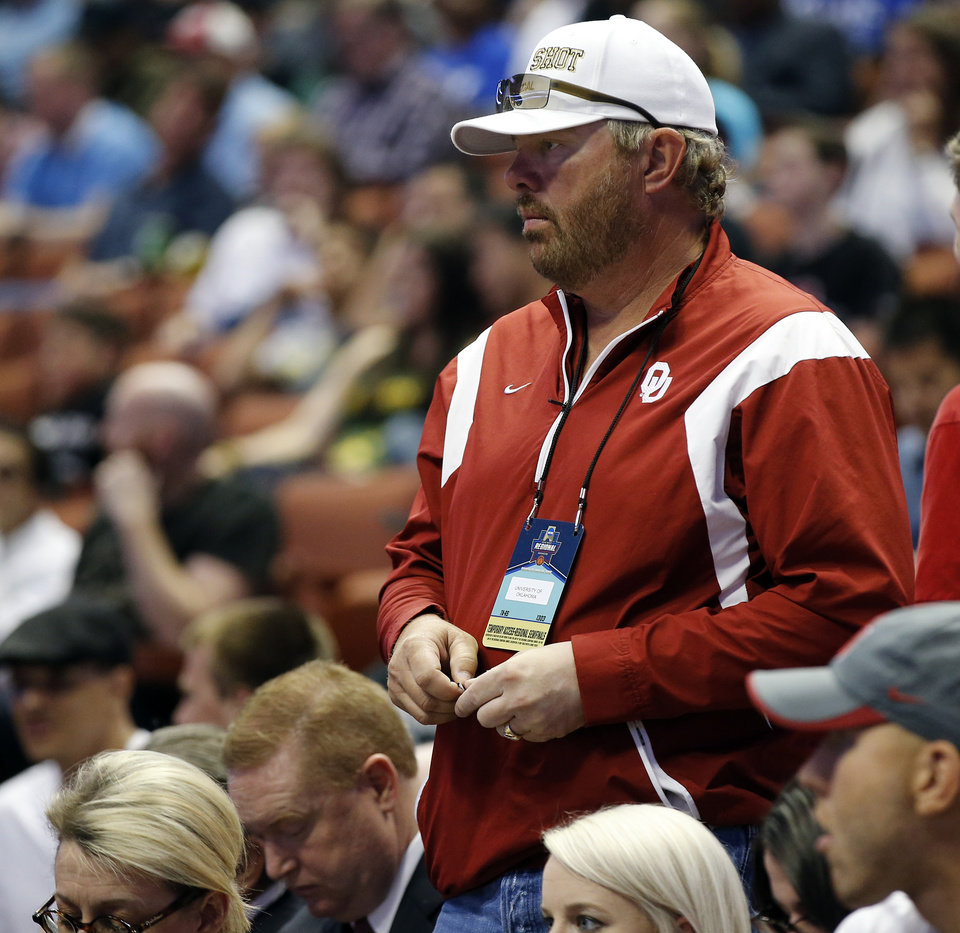 Photo - OU fan Toby Keith stands during a semifinal of the West Regional in the NCAA Men's Basketball Championship between the Oklahoma Sooners (OU) and the Texas A&M Aggies at the Honda Center in Anaheim, Calif., Thursday, March 24, 2016. OU won 77-63. Photo by Nate Billings, The Oklahoman