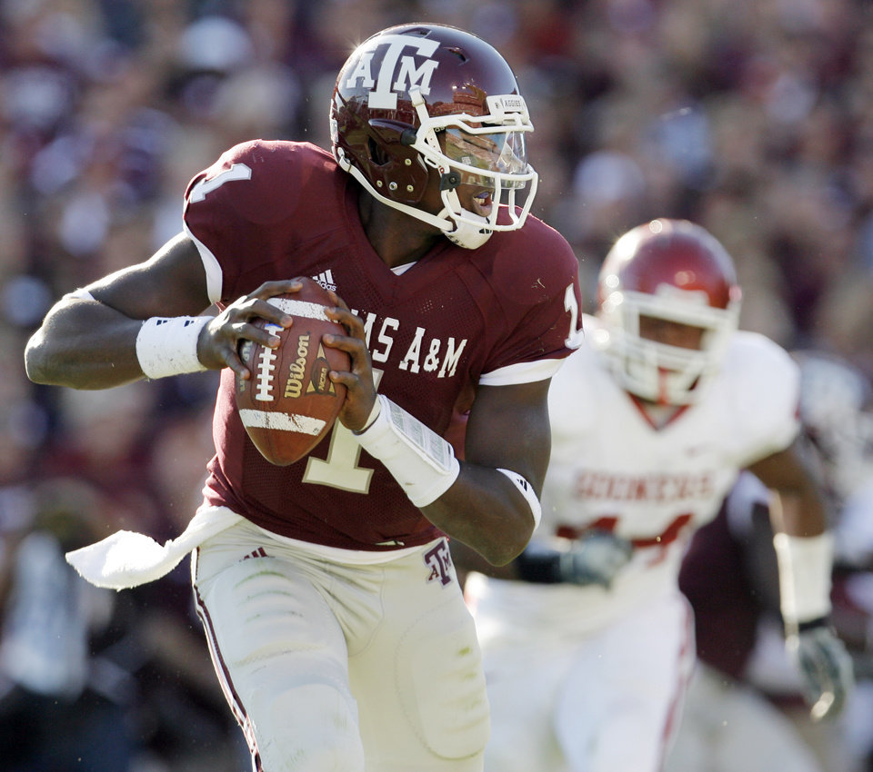 Photo - Texas A&M quarterback Jerrod Johnson scrambles away from OU's Jeremy Beal in the first half during the college football game between the University of Oklahoma (OU) and Texas A&M University (TAMU) at Kyle Field in College Station, Texas, Saturday, Nov. 8, 2008. BY NATE BILLINGS, THE OKLAHOMAN