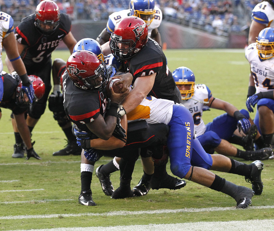 Photo -   San Diego State running back Walter Kazee, front left, scores a second-quarter touchdown during an NCAA college football game against San Jose State, Saturday , Sept. 22, 2012, in San Diego. (AP Photo/UT San Diego, Earnie Grafton) SAN DIEGO COUNTY OUT; NO SALES; COMMERCIAL INTERNET OUT; FOREIGN OUT
