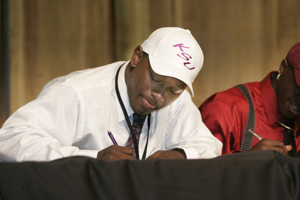 Photo - Midwest City's Timothy Flanders signs with Kansas State in Midwest City, Oklahoma February 4, 2009.  BY STEVE GOOCH, THE  OKLAHOMAN. ORG XMIT: KOD