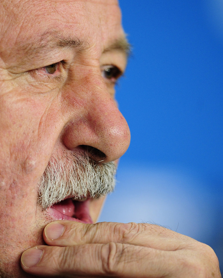Photo - Spain's head coach Vicente del Bosque gestures during an official press conference the day before the group B World Cup soccer match between Spain and Australia at the Arena da Baixada stadium in Curitiba, Brazil, Sunday, June 22, 2014. Spain will play in group B of the Brazil 2014 World Cup. (AP Photo/Manu Fernandez)