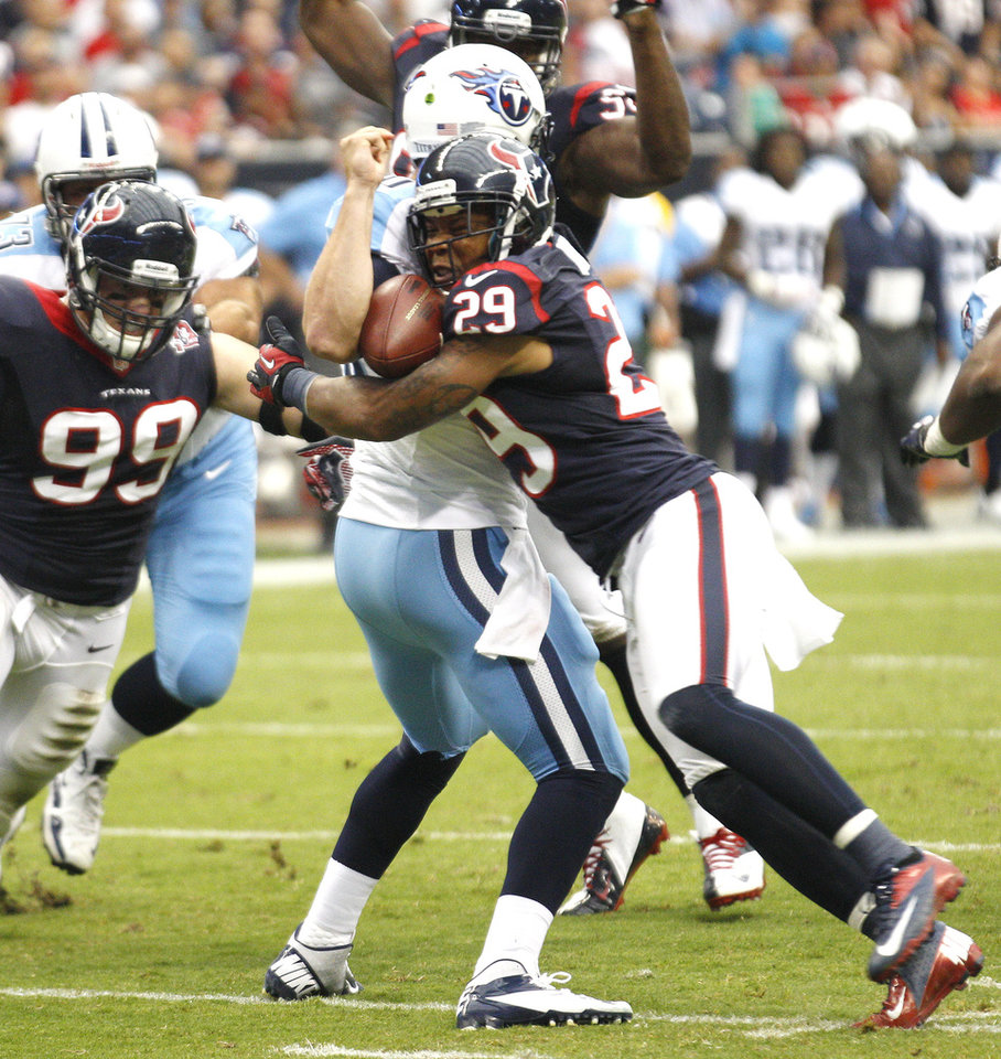 Photo -   Houston Texans Glover Quinn sacks Tennessee Titans quarterback Jake Locker for an 8 yard loss during the first quarter of an NFL football game Sunday Sept. 30, 2012 at Reliant Stadium in Houston. Locker left the game with an apparent left shoulder injury. (AP Photo/ The Galveston County Daily News, Kevin M. Cox)