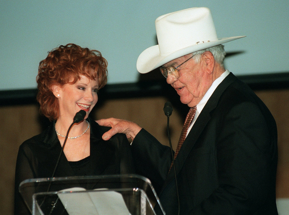 Photo - Reba McEntire & Master of Ceremonies Clem McSpadden at benefit auction.